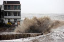 На побережье Китая обрушился девятый в этом году тайфун