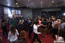Активисты сорвали пресс-конференцию второго президента Армении Роберта Кочаряна