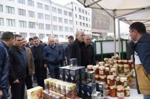 Президент Арцаха посетил организованную в Степанакерте ярмарку по случаю Дня работника сельского хозяйства