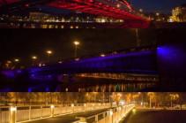 Vilnius' three central bridges lighten in tricolor