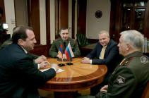 Դավիթ Տոնոյանն ընդունել է Հայաստանում ՌԴ դեսպանության նոր ռազմական կցորդին