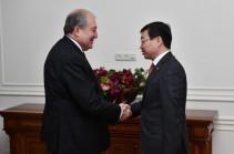 Президент Армении и посол Казахстана обсудили вопросы углубления сотрудничества в гуманитарной области