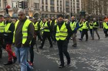 В Польше фермеры в желтых жилетах заблокировали дорогу