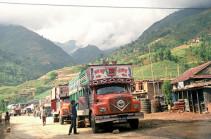 В Непале грузовик с возвращавшимися с похорон людьми упал в пропасть