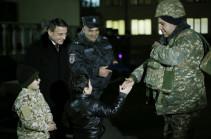 Ոստիկանները մեկնեցին մարտական դիրքեր (տեսանյութ, լուսանկարներ)