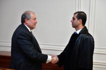 Նախագահի նստավայրում տեղի է ունեցել Սյունիքի մարզի առաջին ատյանի ընդհանուր իրավասության դատարանի դատավորի երդման արարողությունը