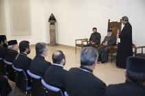 Ամենայն Հայոց Կաթողիկոսը հանդիպել է վերապատրաստման դասընթացներին մասնակցող եկեղեցականների հետ