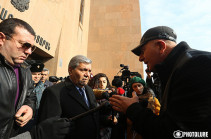 Protesters gather in front of Yerevan Municipality, demand solution of transport issues