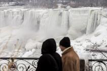 В США Ниагарский водопад замерз из-за холодов