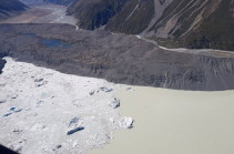 Tasman Glacier: Huge ice chunks break off New Zealand glacier