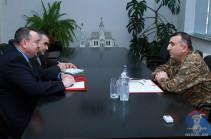 Արցախի ՊԲ հրամանատարն ընդունել է Կարմիր խաչի առաքելության ղեկավարին