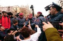 Полиция Армении задержала 16 человек – участников акции протеста