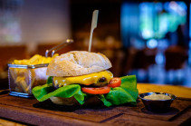 В Великобритании предложили запретить рекламу вредной еды в дневное время