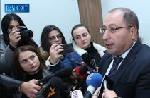 От показаний участников совещания отличается только показание Аршака Карапетяна, которое дано за должность – адвокат Роберта Кочаряна