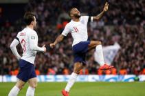 Англия разгромила Чехию (5:0) благодаря хет-трику Стерлинга