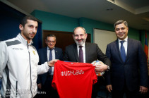 Armenian PM calls to all to go and back Armenian football team today