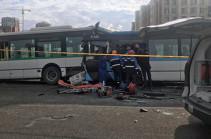 Число пострадавших при столкновении автобусов в Нур-Султане достигло 36