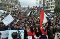 В Сирии проходят многотысячные акции протеста против решения США по Голанам