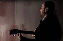 Հասկացա, որ երգը սովորական տեսահոլովակի տեսքով ներկայացնելը սխալ կլինի. Վահագ Ռաշը ներկայացրել է «Կարմիր ծաղիկ մը գարունի» երգի տեսահոլովակը