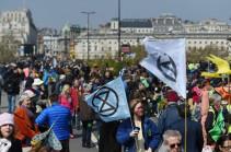 Լոնդոնում ավելի քան 100 մարդ է բերման ենթարկվել բնապահպանական ակտիվիստների բողոքներից հետո