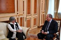 Արմեն Սարգսյանը հանդիպել է Ալիխանյանի անվան ազգային գիտական լաբորատորիա հիմնադրամի տնօրենի հետ
