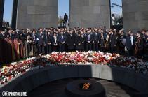 Նախագահը, վարչապետը և բարձրաստիճան այլ պաշտոնյաներ հարգեցին Ցեղասպանության զոհերի հիշատակը. Լուսանկարներ