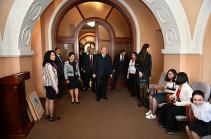 Նախագահ Արմեն Սարգսյանը տիկնոջ հետ այցելել է Մատենադարան
