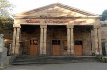 Դերասանուհին հուշարարին չի ապտակել, դեպքն ուռճացված է. Վանաձորի թատրոնի տնօրենը հերյուրանքի համար պատրաստ է դատարան դիմել