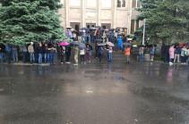 Քաղաքացիները փակել են Սահմանադրական դատարանի մուտքերը. Լուսանկարներ