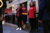 Активисты Greenpeace заблокировали штаб-квартиру BP в Лондоне