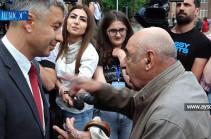 Եթե ժողովրդին տեր չկանգնեք՝ դուք էլ սրանց օրին կընկնեք. Բողոքող քաղաքացին՝ վարչապետի խոսնակին (Տեսանյութ)