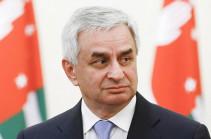 Президент Абхазии обвинил оппозицию в попытках захвата власти