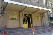Студенты театрального института заблокировали двери вуза, они требуют министра