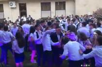 «Վերջին զանգը»՝  կառավարական ամառանոցում. Նիկոլ Փաշինյանը հյուրընկալել է շրջանավարտներին (Տեսանյութ)