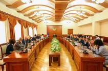 Արցախի պետնախարար Գրիգորի Մարտիրոսյանը կառավարական հանձնաժողովի ընդլայնված նիստ է հրավիրել