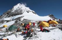 Число погибших альпинистов на Эвересте в весеннем сезоне достигло десяти