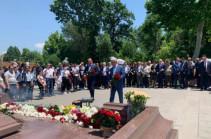 Սերժ Սարգսյանը հարգանքի տուրք է մատուցել Անդրանիկ Մարգարյանի հիշատակին (լուսանկարներ)
