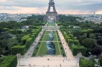 Փարիզի Մարսյան դաշտում միգրանտներին նվիրված հսկա պատկեր է հայտնվել (Տեսանյութ)