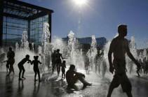 """В столичном регионе Франции объявили """"оранжевый"""" уровень погодной опасности из-за жары"""
