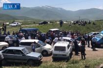 Գորայք համայնքի բնակիչները փակել են Գորայք-Ծղուկ միջպետական ճանապարհը. պահանջում են, որ վարչապետն արձագանքի. Լուսանկարներ