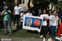 Политические силы и сторонники Роберта Кочаряна присоединились к акции движения «ВЕТО» перед Конституционным судом