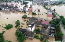 В Китае эвакуировали 77 тысяч человек из-за проливных дождей