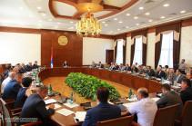 Бако Саакян на заседании правительства дал конкретные поручения руководителям компетентных органов