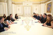 Премьер-министр принял сопредседателя Координационного совета армянских организаций Франции Ара Тораняна