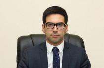 Рустам Бадасян не живет с родителями: он живет в двухкомнатной квартире – опровержение