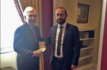 Арарат Мирзоян встретился с лидером республиканского большинства в Сенате США Митчем МакКоннеллом