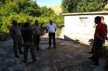 ВС Азербайджана стреляли в направлении села Елпин, повреждена крыша дома одного из жителей