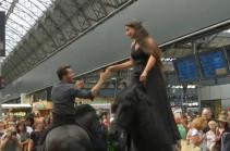 Вокзал с конями (Видео)