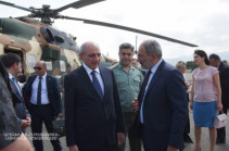 Artsakh president welcomes Armenia's PM in Stepanakert airport