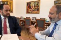 Վարչապետը աշխատանքային քննարկում է անցկացնում Արայիկ Հարությունյանի հետ (Տեսանյութ)